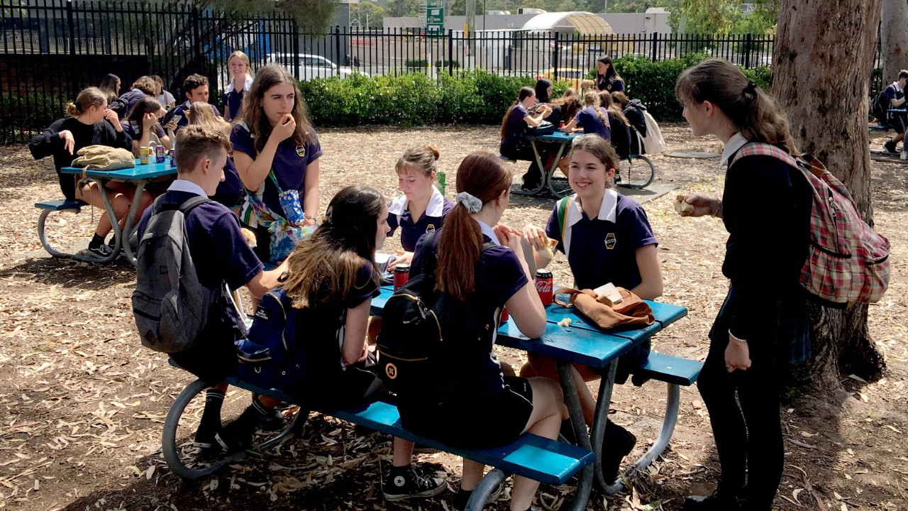 Students eating outdoors